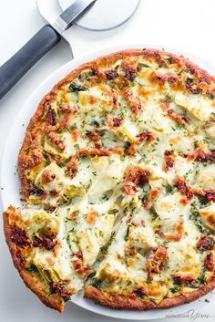 Artichoke Pizza Recipe with Spinach, Sun-Dried Tomatoes, & White Sauce (Low Carb, Gluten-free)