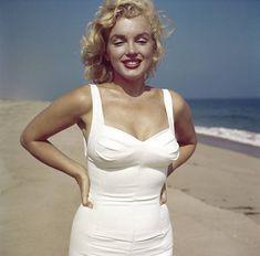 Marilyn at Amagansett. Photo by Sam Shaw, 1957.