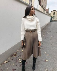 Parisian Bourgeoisie Style: Midi Skirt Tall Boot Add a Sweater or Silk Scarf Midi Skirt Outfit Add boot Bourgeoisie Midi Parisian scarf Silk Skirt style Sweater Tall Winter Fashion Outfits, Modest Fashion, Look Fashion, Skirt Fashion, Fall Outfits, Autumn Fashion, French Fashion, Fashion 1920s, Muslim Fashion