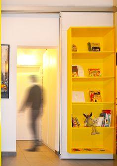 A movable partition, an equipped wall, a door: just Rolling Wall!!  //   ---   //  Una parete manovrabile, una parete attrezzata, una porta: solo Rolling Wall!!