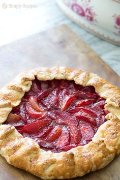 Bright and delicious Plum Galette! A rustic plum tart with plums and pluots. So much easier to make than a pie. Plum Recipes, Simply Recipes, Tart Recipes, Fruit Recipes, Dessert Recipes, Cooking Recipes, Recipies, Köstliche Desserts, Snacks