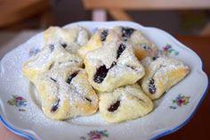 povidlové šátečky 😍 . 250g másla 250g tučného tvarohu 250g hladké mouky - dovnitř povidla - upečené šátečky obalit v moučkovém vanilkovém cukru - sníst na posezení celý plech 🙈🙈 .  #homemade #plumjam #cakes #wraps #kolacky #kolace #kolac #povidla #instabake #yummy #peceni #baking #bakingmom #desserttime #dessertstagram #homecooking #foodie #foodlover #foodpics #instafood #homebaker #homebaking #czech #czechrepublic #avecplaisircz Cookies, Meat, Chicken, Food, Crack Crackers, Biscuits, Essen, Meals, Cookie Recipes