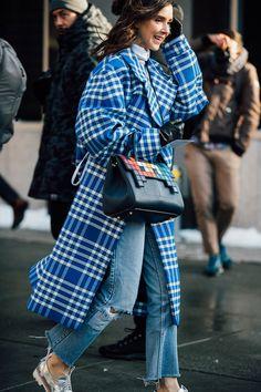 Street-Styles aus New York Februar 2017 / Mode-Trends / Mode / Vogue Fast Fashion, Look Fashion, Womens Fashion, Ladies Fashion, Outfits Otoño, Fashion Outfits, Fashion Trends, Street Style Looks, Street Style Women