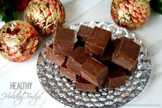 This Clean Eating Healthy Holiday Fudge recipe is made with clean ingredients and it's raw, vegan, gluten-free, dairy-free, paleo and has no refined sugars. Raw Desserts, Paleo Dessert, Healthy Sweets, Healthy Dessert Recipes, Gluten Free Desserts, Raw Food Recipes, Vegan Gluten Free, Just Desserts, Delicious Desserts