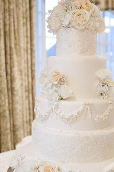 Wedding Cakes : Picture Description Luxurious white wedding cake: www. Beautiful Wedding Cakes, Beautiful Cakes, Wedding Cake Inspiration, Wedding Ideas, Wedding Hacks, Wedding Stuff, Winter Torte, Ikea Wedding, Winter Wedding Receptions
