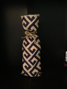 Geométrica arpillera azul bolsa de vino por TheBurlapBarn en Etsy