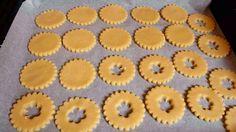 Cómo hacer galletas fáciles y sencillas de mantequilla y rellenas de mermelada de fresa. Biscuits, Dory, Cooking Time, Pesto, Cake Recipes, Pineapple, Muffin, Cookies, Baking