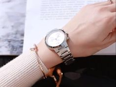 Cool Watches, Rolex Watches, Watches For Men, Cute Engagement Rings, Watches Photography, Elegant Watches, Professional Women, Fashion Watches, Gold Watch