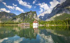 Der Königssee mit der Wallfahrtskirche Sankt Bartholomä und der Watzmann sind die Wahrzeichen der Region Berchtesgaden-Königssee. Hier ist Bayern am schönsten
