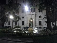 Piazza İtalia di notte Mansions, House Styles, Italia, Mansion Houses, Villas, Fancy Houses, Palaces, Mansion