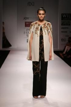 A model showcases creations of fashion designer Joy Mitra at Wills Lifestyle India Fashion Week Summer-Spring, 2015 in New Delhi, on Oct.12, 2014. (Photo: IANS)