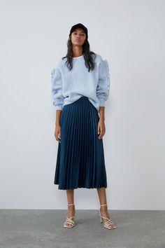 ZARA - Female - Pleated satin effect skirt - Bluish - Xs Unique Fashion, Latest Fashion For Women, Denim Mini Skirt, Pleated Skirt, Midi Skirts, Satin Skirt, Gray Skirt, Online Zara, Outfits