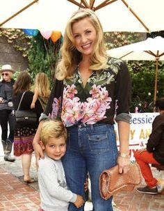 Jessica Capshaw, (17/11/2011) Jessica e seu filho Luke Gavigan foram ao evento beneficente, o evento foi oferecido pela Children's Action Network da Stella McCartney em Los Angeles, Califórnia.