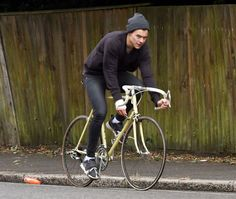 Harry Styles spotted out cycling in One Direction - Mirror Online