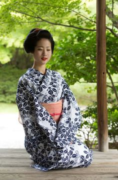 August 2016: maiko Ayaha chilling in cotton yukata by ta_ta999 - blog