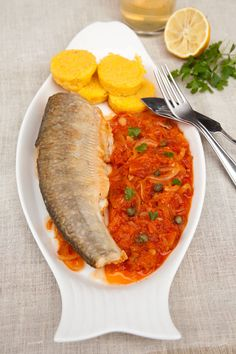 RETETE CU PASTRAV | Diva in bucatarie Tasty, Yummy Food, Curry, Food And Drink, Fish, Cooking, Ethnic Recipes, Kitchen, Curries