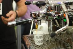 Kaffee richtig zuzubereiten - besuchen Sie einen intensiv Barista-Kurs in Bonn - miomente Barista, Espresso Machine, Coffee Maker, Kitchen Appliances, Dinner, Gourmet, Bonn, Wine Tasting, Kaffee