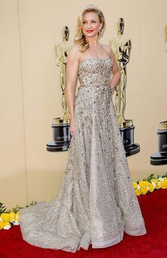 Pin for Later: Die 85 unvergesslichsten Kleider der Oscars – von 1939 bis 2015 Cameron Diaz bei den Oscars 2010 in Oscar de la Renta