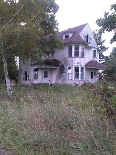 Abandoned houses mchenry county Illinois Taken on: September 5, 2014.. What a lovely home it must have been.