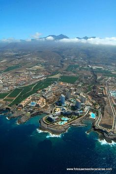 Impresionante vista aérea de Callao Salvaje, en el sur de la isla de Tenerife, islas Canarias.