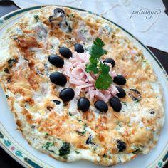 Frittata di chiare d'uova con cotto, olive e parmigiano gratinato
