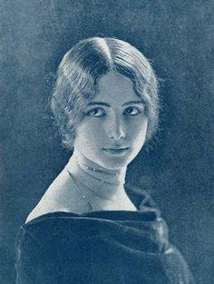 """In 1896 mademoiselle de Merode was elected """"reine de beaute"""" by L'Illustration."""