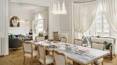 Majitelé si oblíbili jednoduchá svítidla kuželovitého tvaru. Nechali je proto rozmístit ve všech místnostech, čímž elegantně sjednotili jejich vzhled.