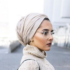 turban style How To Dress Like A Minimalist 101 Turban Hijab, Turban Mode, Hijab Wear, Hijab Fashionista, Muslim Fashion, Modest Fashion, Fashion Outfits, Head Scarf Styles, Hijab Tutorial