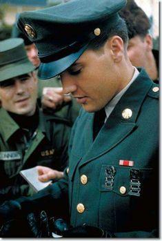 Elvis in uniform. Raaaawr!