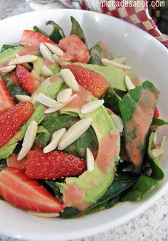 Aderezo de fresa + ensalada espinaca con fresas - Pizca de Sabor