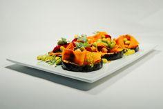 Unsere Küche Küchenchef Jesko Zabel verwöhnt Sie mit köstlichen, vollwertigen Rezepten, die das Prinzip des Säure-Basen-Gleichgewichts berücksichtigen und speziell darauf ausgelegt sind, chronische Entzündungsprozesse im Körper abklingen zu lassen. Bei der Zubereitung setzen Jesko Zabel und sein Team auf frische, regionale Produkte in Bio-Qualität: Gemüse, Salate, Getreide und Kartoffeln, dazu heimischer Fisch, Eier und Milchprodukte. …