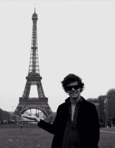 Harry looking cute as a button in Paris!