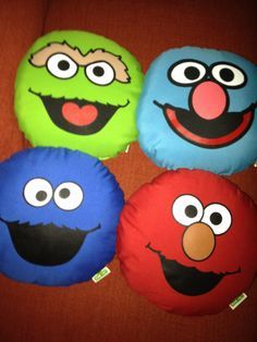 Sesame street pillow give aways Rock Painting Patterns, Rock Painting Ideas Easy, Rock Painting Designs, Painting For Kids, Pebble Painting, Pebble Art, Stone Painting, Painted Rock Animals, Painted Rocks Kids