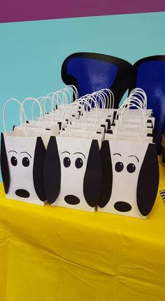Peanuts / Snoopy Party Favor Gift Bags by PartyRockinEvents