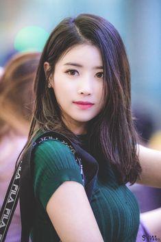 ( *`ω´) ιf you dᎾℕ't lιkє Ꮗhat you sєє❤, plєᎯsє bє kιnd Ꭿℕd just movє ᎯlᎾng. Japanese Beauty, Korean Beauty, Asian Beauty, Lovelyz Mijoo, Asian Celebrities, Beautiful Asian Women, Pretty Face, Asian Woman, Kpop Girls