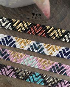 No photo description available. Loom Bracelet Patterns, Bead Loom Bracelets, Bead Loom Patterns, Jewelry Patterns, Peyote Patterns, Beading Patterns, Peyote Beading, Dm Foto, Loom Bracelets
