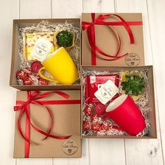 60 Christmas DIY Gifts for Friends Creative and Easy Christmas – Grandcrafter – DIY Christmas Ideas ♥ Homes Decoration Ideas Christmas Gift Baskets, Large Christmas Baubles, Christmas Gift Box, Homemade Christmas Gifts, Christmas Gift Wrapping, Simple Christmas, Homemade Gifts, Holiday Gifts, Christmas Crafts