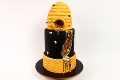 In this weeks tutorial, I do a mash up of a beehive cake and a geode cake to create a golden 'Bee-Ode' cake! Accented with cute little bees, patterned fondan. Bee Hive Cake, Geode Cake, Bee Cakes, Cake Tutorial, Celebration Cakes, No Bake Cake, Fondant, Birthday Cake, Make It Yourself