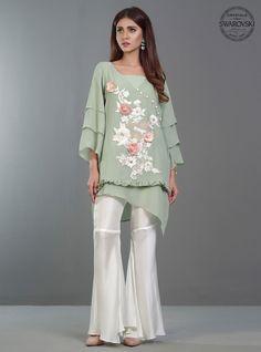 Latest Designer Pakistani Party Wear Dresses 2017 for Women Pakistani Party Wear Dresses, Eid Dresses, Pakistani Dress Design, Pakistani Outfits, Fancy Dress Design, Stylish Dress Designs, Stylish Dresses, Short Frocks, Designer Party Dresses