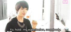 gif amber f(x) I'm still crying YO HOLD MY WATERMELON SOMEBODY!