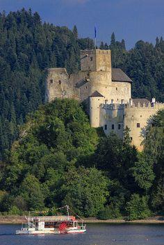 Niedzica château - Pologne - construit entre les années 1320 et 1326 sur l'emplacement d'une ancienne forteresse entourée de murs en terre.