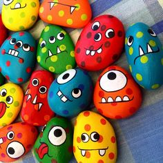 A fresh batch of pocket monsters - Steine bemalen - Lila craft web Rock Painting Patterns, Rock Painting Ideas Easy, Rock Painting Designs, Rock Painting For Kids, Paint Ideas, Pebble Painting, Pebble Art, Stone Painting, Kids Crafts