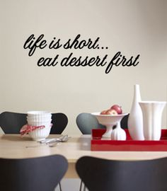 Life is short. Eat dessert first. Wandtattoo bei AllPosters.de