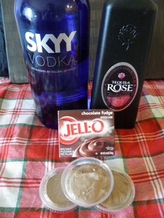 Chocolate Covered Strawberry Pudding Shot for Valentine's Day Pudding Shots Alcohol, Pudding Shot Recipes, Alcohol Shots, Strawberry Shots, Strawberry Tequila, Tequila Rose, Strawberry Pudding, Chocolate Pudding Shots, Alcohol Chocolate