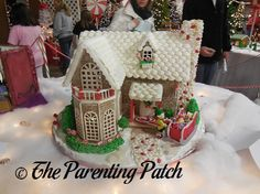 2013-12-19-Festival-of-Trees-Gingerbread-Houses-4.jpg 455×341 pixels