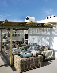 There are many ideas to create beautiful outdoor spaces for you and your family hang out. Check ways to improve your patio, garden or backyard. Outdoor Living Rooms, Coastal Living Rooms, Outdoor Areas, Outdoor Seating, Outdoor Decor, Outdoor Pergola, Indoor Outdoor, Terrasse Design, Patio Design