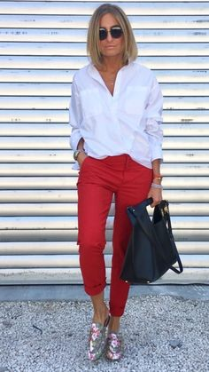 Classy Inspo via # læder taske . - Sommer Mode Ideen Classy Inspo via # læder taske ., Screamin x Outfits, de schönste. Stylish Work Outfits, Summer Work Outfits, Business Casual Outfits, Red Jeans Outfit, Red Pants, Adrette Outfits, Fashion Outfits, Fall Outfits, Fashion Trends