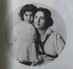 Vivien Leigh and mother Gertrude Hartley. 1915