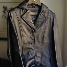 GENUINE WILSONS BLACK LEATHER JACKET Beautiful black leather jacket. Excellent condition--no spots or tears. Removable zip out Thinsulate lining makes it an any season jacket. Wilsons Leather Jackets & Coats