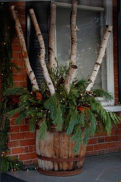 Make an adorable DIY Christmas decoration with logs and lights that will make any . A Christmas decoration that can decorate any corner of the house. From the fireplace into the open Christmas Urns, Christmas Planters, Cabin Christmas, Outdoor Christmas Decorations, Primitive Christmas, Country Christmas, Winter Christmas, Birch Tree Decor, Birch Branches